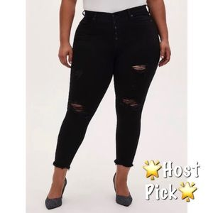 🆕 Torrid Black FrayHem Sky High Skinny Jean 18S
